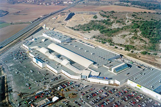Urbanización Centro Comercial en Etxabarri-Ibiña (�lava)
