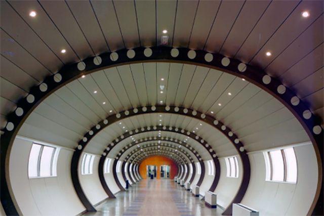 Gobierno Vasco - Oficinas departamentales, túnel de conexión (Vitoria - Gasteiz)